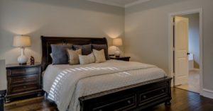posteľ masív