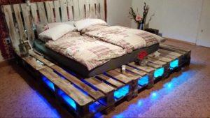 Paletová posteľ s podsvietením
